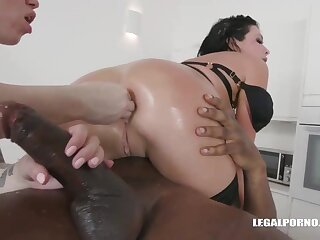 Veronica Avluv and Monika Ultra-Kinky had an bi-racial four-way the other day and enjoyed nevertheless evenly sensed