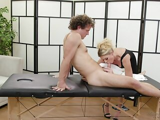 Mature massage woman India Summer provides her young client with reference to unforgettable pleasure